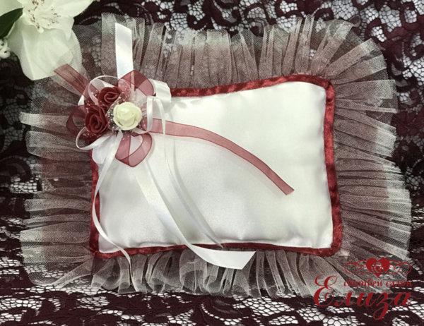 Възглавничка за халки в бордо и бяло E9